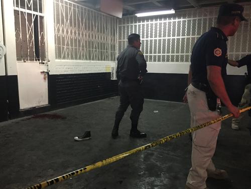 El ataque entre pandillas ocurrió en el sótano de Tribunales en el área de las carceletas. (Foto: Soy502)