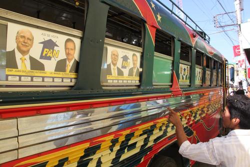Si el día de elecciones, los partidos políticos usan buses no pueden utilizar su logo. (Foto: Roberto Caubilla/Soy502)