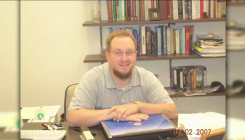 La policía afirma que Lamb disparó al profesor de historia Ethan Schmidt en el campus de la universidad en Cleveland, Mississippi. (Foto: Univisión)