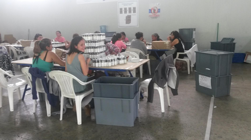 Las cajas electorales ya se preparan para ser enviadas con todo lo necesario a los centros de votación. (Foto: Soy502)