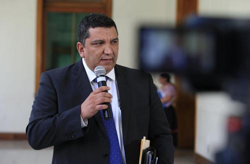 El MInistro de Comunicaciones, Infraestructura y Vivienda, Víctor Corado, continuará en su cargo. (Foto: Presidencia)