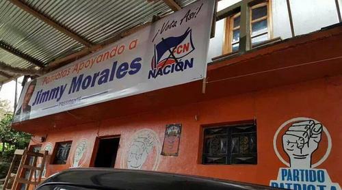 Esta imagen, de una sede del partido Patriota que hace público su apoyo a Jimmy Morales se hizo viral en redes sociales.