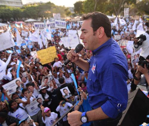 Jimmy Morales dio un discurso de alrededor de 10 minutos antes de retirarse del lugar. (Foto: Wilder López/Soy502)