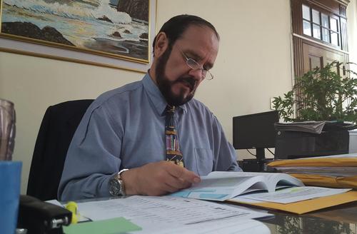 El director de Registro de Ciudadanos, Leopoldo Guerra, confirmó que las dos organizaciones que buscan ser partidos políticos ya cumplieron con los requisitos necesarios. (Foto: Soy502)
