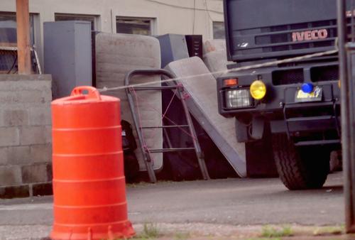 Todas las pertenencias de la PNC fueron sacadas y guardadas. Aún no se tiene un para reubicarlas. (Foto: Alejandro Balán/Soy502)