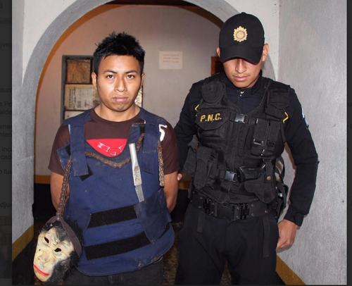 El ladrón fue identificado como Ismael Gómez López. Tiene 20 años. (Foto: PNC)
