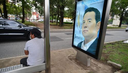 Septiembre de 2014. La ciudad se llenó de publicidad con el rostro de Jimmy Morales, en un momento en que aún no se sabía que correría por la Presidencia. (Foto: Archivo/soy502)