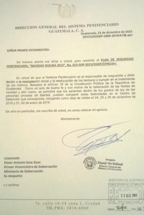 Esta es la carta con la cual el director de Presidios Alexander del Toro informó al viceministro de Seguridad Elmer Sosa, sobre el permiso para que familiares de los reos pernoctaran en los centros carcelarios. (Foto: Soy502)