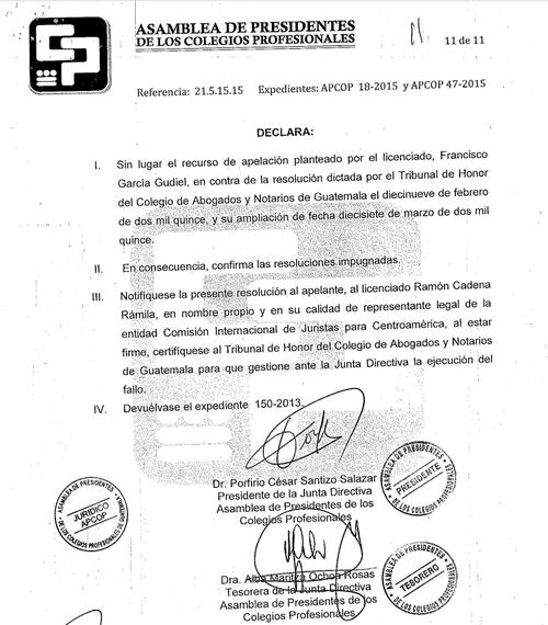 Vista de la resolución de la asamblea de presidentes del Colegio de Profesionales que confirmó la amonestación contra el abogado Francisco García Gudiel.