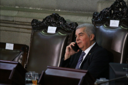 Mario Taracena afirma que presentará una denuncia por los supuestos ofrecimientos de Luis Rabbé para ser reelecto en la presidencia del Congreso. (Foto: Archivo/Soy502)