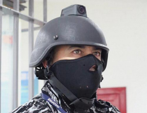 Los guardias usan cascos con cámaras. (Foto: El Universal)