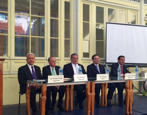 Estos son los cinco candidatos a magistrado de la CC que deberá elegir el Colegio de Abogados. (Foto: Guatemala Visible)