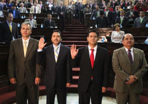 Los miembros de la Junta Monetaria reciben 2 mil 500 de dietas por cada sesión. (Foto: Congreso)