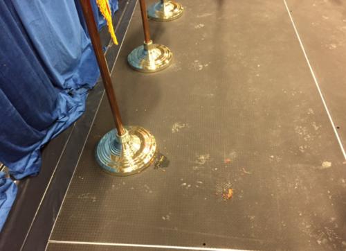 Resultado del impacto de uno de los tomates lanzado contra Trump. (Foto: Bloomberg)