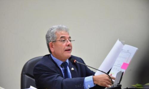 El juez Miguel Ángel Gálvez razonó durante más de dos horas el porqué ligó a proceso penal al exalcalde de Antigua Guatemala, Édgar Ruiz. (Foto: Alejandro Balán/Soy502)