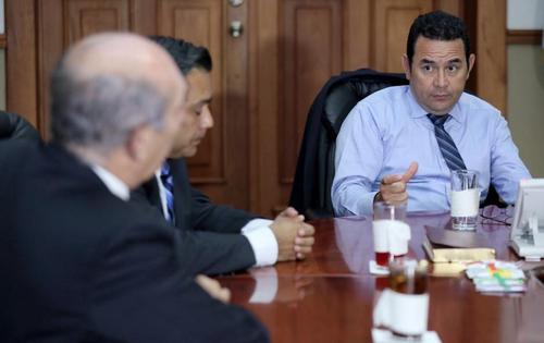 La reunión de Jimmy Morales con Mario Taracena se realizó en Casa Presidencial. (Foto: Presidencia)