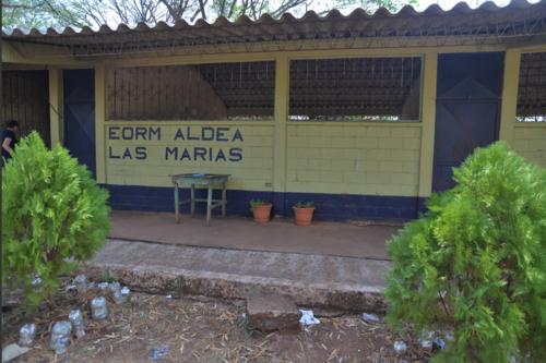 Facha de la Escuela de educación primaria Las Marías, dónde fue asesinado el profesor Gustavo Arrecis. (Foto: Wilder López/Soy502)