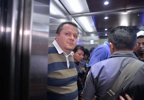 Al salir de la audiencia, Alejandro Jiménez negó haber planificado y solicitado el ataque contra Fariñas. (Foto: Wilder López/Soy502)