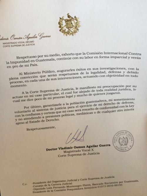 En el primer párrafo de la segunda página de su carta de renuncia, Aguilar escribió verás (de observar) en lugar de veraz (de veracidad).