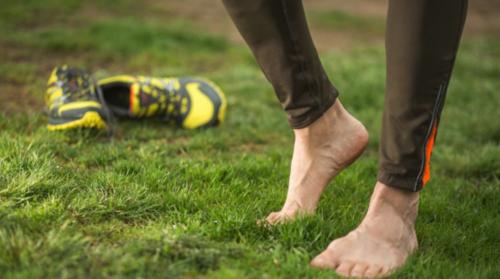 Muchos médicos no recomiendan correr descalzo. (Foto: Archivo)
