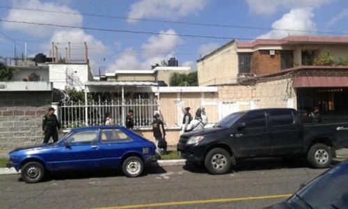 Vista exterior de la residencia a nombre de Roxana Baldetti, ubicada en la zona 5. (Foto: MP)