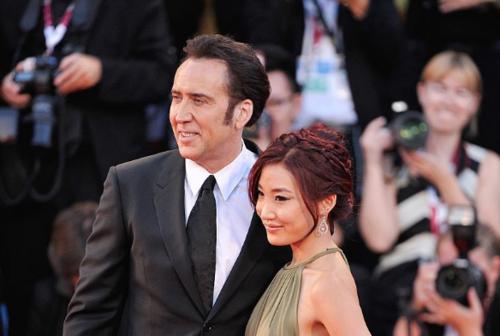 Nicolas Cage y Alice Kim. (Foto: CQMode)