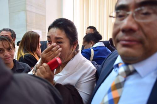 Muchos de los implicados no pudieron evitar derramar las lágrimas al ser beneficiados con la medida sustitutiva. (Foto: Jesús Alfonso/Soy502)