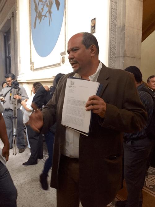 El diputado Orlando Blanco presentó la iniciativa con la que pretende reducir la sobrepoblación en las prisiones. (Foto: @BloqueUNE_OL/Twitter)