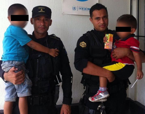 Estos son los niños rescatados por la Policía Nacional Civil (Foto: PNC)