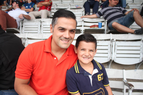 El legislador visitó el Estadio Mateo Flores en compañía de su hijo. (Foto: Luis Barrios/Soy502)