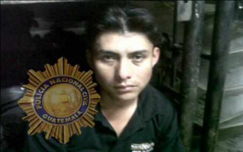 Sergio Waldemar Cardona fue detenido el día del ataque como el responsable de manejar la motocicleta que fue utilizada para asesinar a los periodistas. (Foto: PNC)