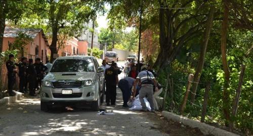 Jorge Estuardo Sosa conducía el picop 380DFJG y el cuerpo fue reconocido por su tía Hilda Sosa de 50 años. (Foto: Zacapared.com)