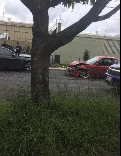 Así quedaron los vehículos involucrados en el accidente. (Foto: @RPedro26/Twitter)