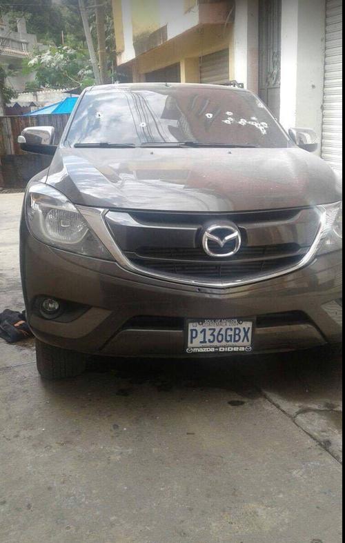 Este sería el vehículo en el que viajaba la seguridad del alcalde asesinado. (Foto: Sin Censura Gt)