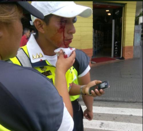 La mayoría de heridos surgieron de un enfrentamiento entre vendedores y agentes municipales. (Foto: Twitter/@muniguate)