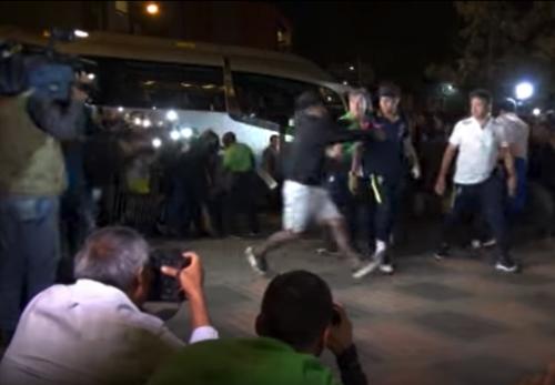 El momento en el que el aficionado sorprendió a la estrella brasileña. (Imagen: captura de pantalla)
