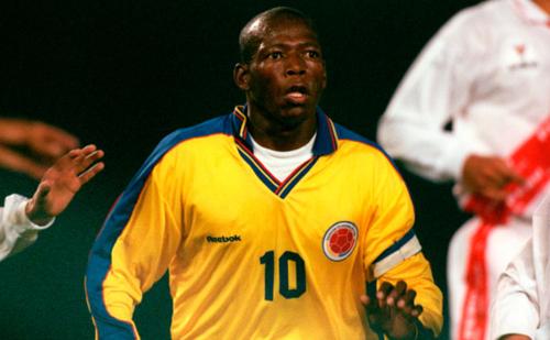 Faustino Asprilla, con la 10 y la cinta de capitán de Colombia. (Foto: WorldSoccer.com)