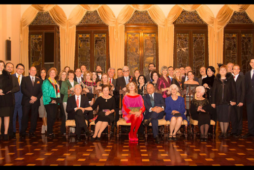 La familia Urruela recibió a la diseñadora en el Salón Banquetes. (Foto: Ágatha Ruiz de la Prada)