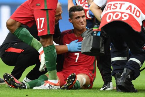 Cristiano se lesionó en aquella final, pero terminó levantando el trofeo. (Foto: AFP)