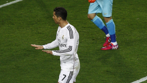 ¡Calma, calma! Así celebra Cristiano Ronaldo cuando le marca al Barcelona. (Foto: Sport)