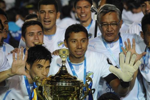 """JJ Paredes celebrando el """"penta"""" de los Cremas. (Foto: Archivo Nuestro Diario)"""