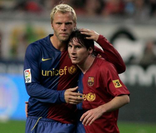 Eidur Gudjohnsen con Leo Messi. (Foto: Archivo Sport)