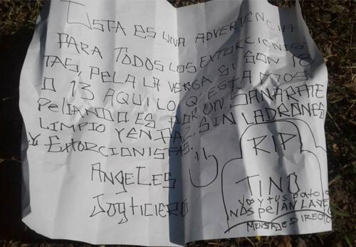 Este es el mensaje dejado junto a la cabeza que encontraron vecinos de Sanarate. (Foto: Chiquimula Noticias)