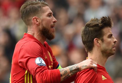 Sergio Ramos y Piqué mantienen una buena relación. (Foto: AFP)