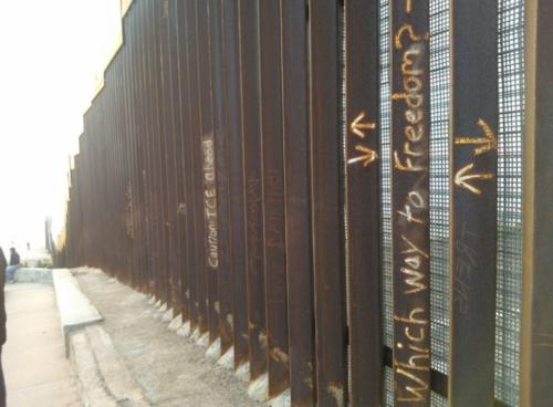 La compañía prevé que la economía de México se vea afectada ante las deportaciones y el impedimento a migrar a EE.UU. (Foto: Taringa)