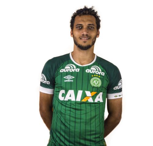 Hélio Neto, defensor del Chape, no tiene ni idea de lo que sucedió. (Foto: Chapecoense)