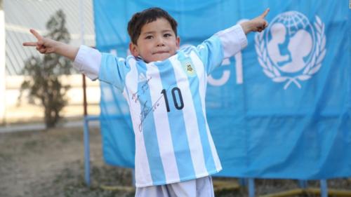 Esta es la foto de la camiseta que le envió Leo a través de UNICEF. (Foto: UNICEF)