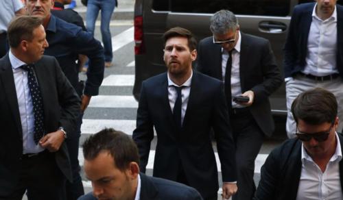 Leo Messi en una de tantas audiencias a las que ha ido. (Foto: AFP)