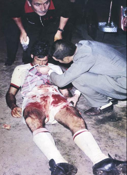 Nestor Combin, después de abandonar el campo por su fractura nasal. (Foto: Wikipedia)