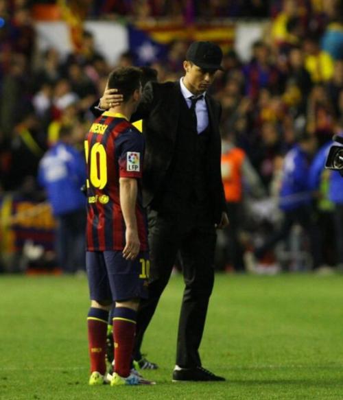 CR7 consoló a Messi después de una final de la Copa del Rey que el portugués no jugó. (Archivo AS)